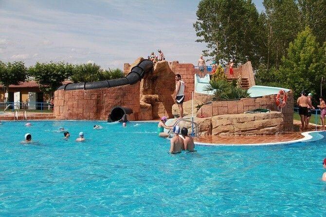 Jornada de puertas abiertas para inaugurar las piscinas for Piscinas leon valencia don juan