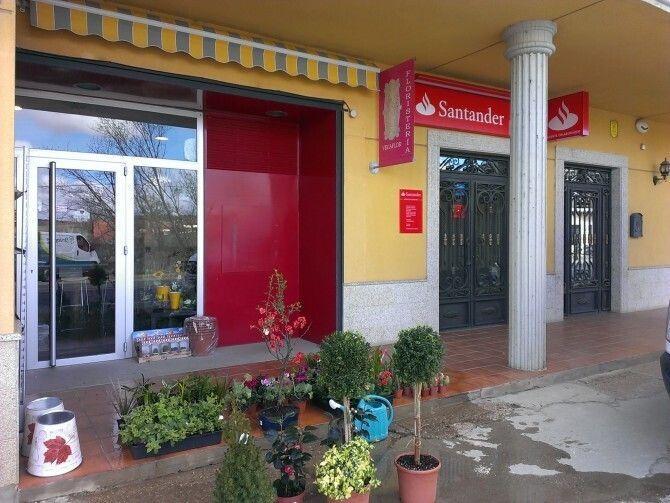 Villaquejida estrena una nueva sucursal bancaria leonsur for Horario oficinas caja duero